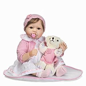 Ce bébé reborn fille est vendu par Nicery poupée sur Amazon.