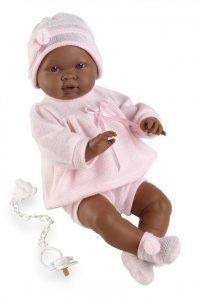 Ce bébé reborn de peau métisse se prénomme Iris.