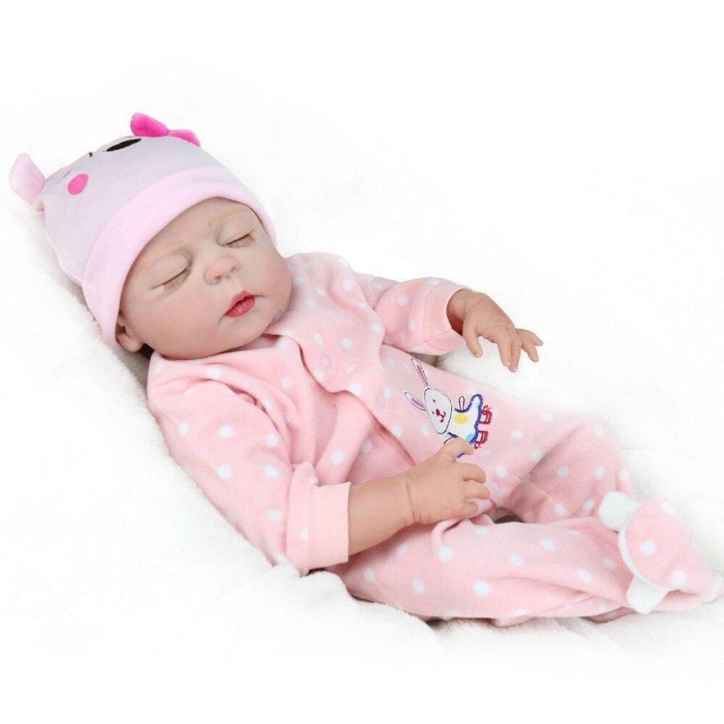 Cette poupée réaliste s'appelle Julia.