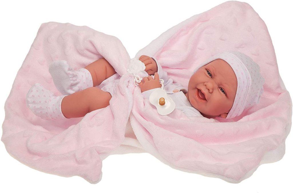 Cette poupée reborn Antonio Juan s'appelle Carla.