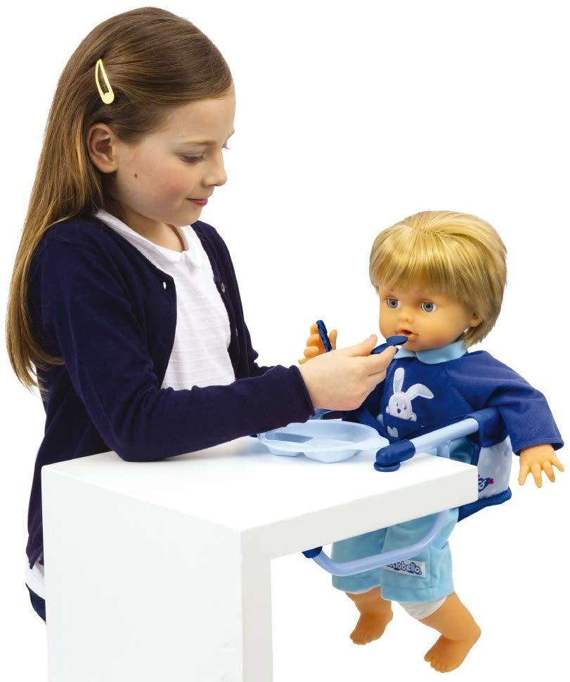 Grâce au set repas et à la chaise repas, votre enfant va pouvoir nourrir son poupon facilement.