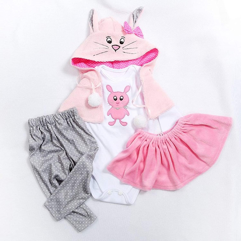 Un vêtement de poupée habille magnifiquement un poupon.