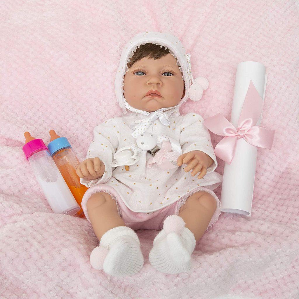 Le bébé reborn Carmen Maria Jesus est en vinyle.