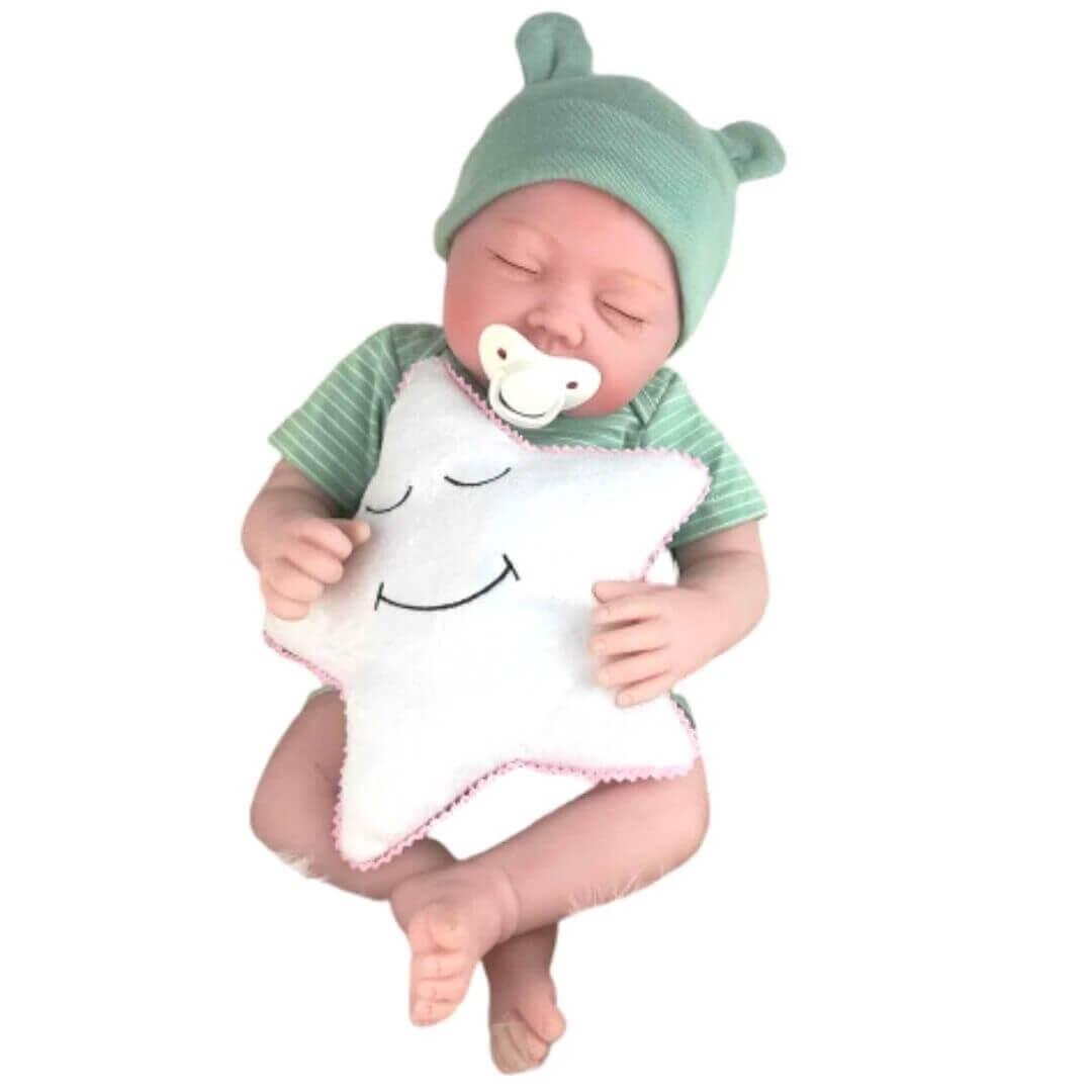 Ce bébé reborn se prénomme Noa.