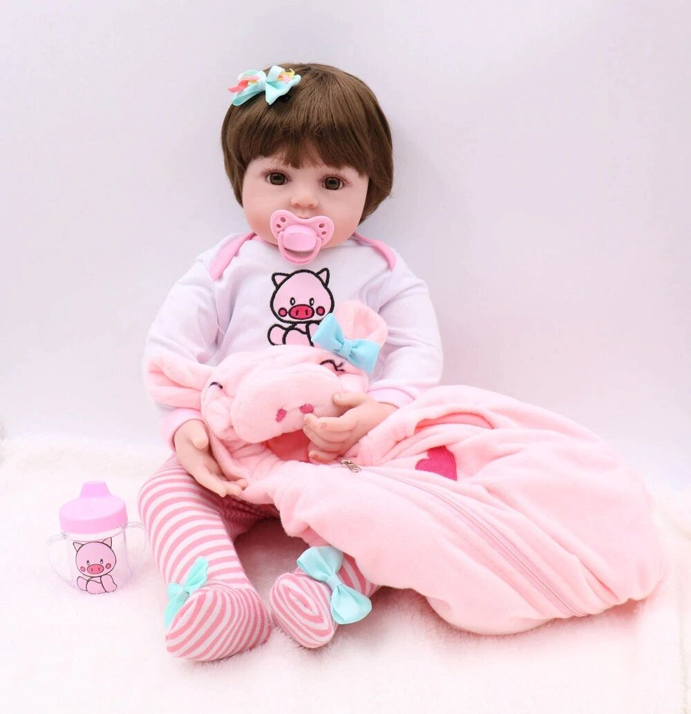 Cette poupée reborn s'appelle Malory.