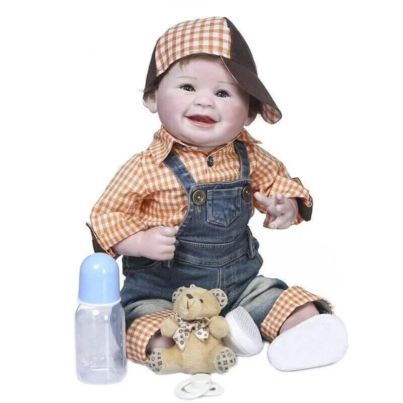Jules est un bébé reborn garçon au sourire charmeur.