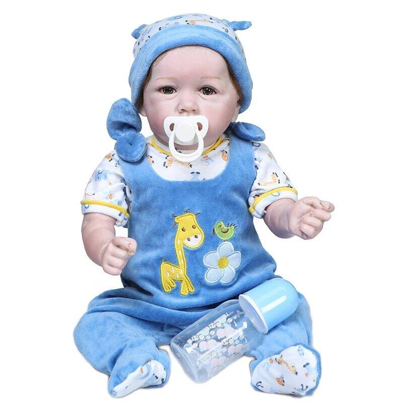 Ce bébé reborn garçon s'appelle Mathys.