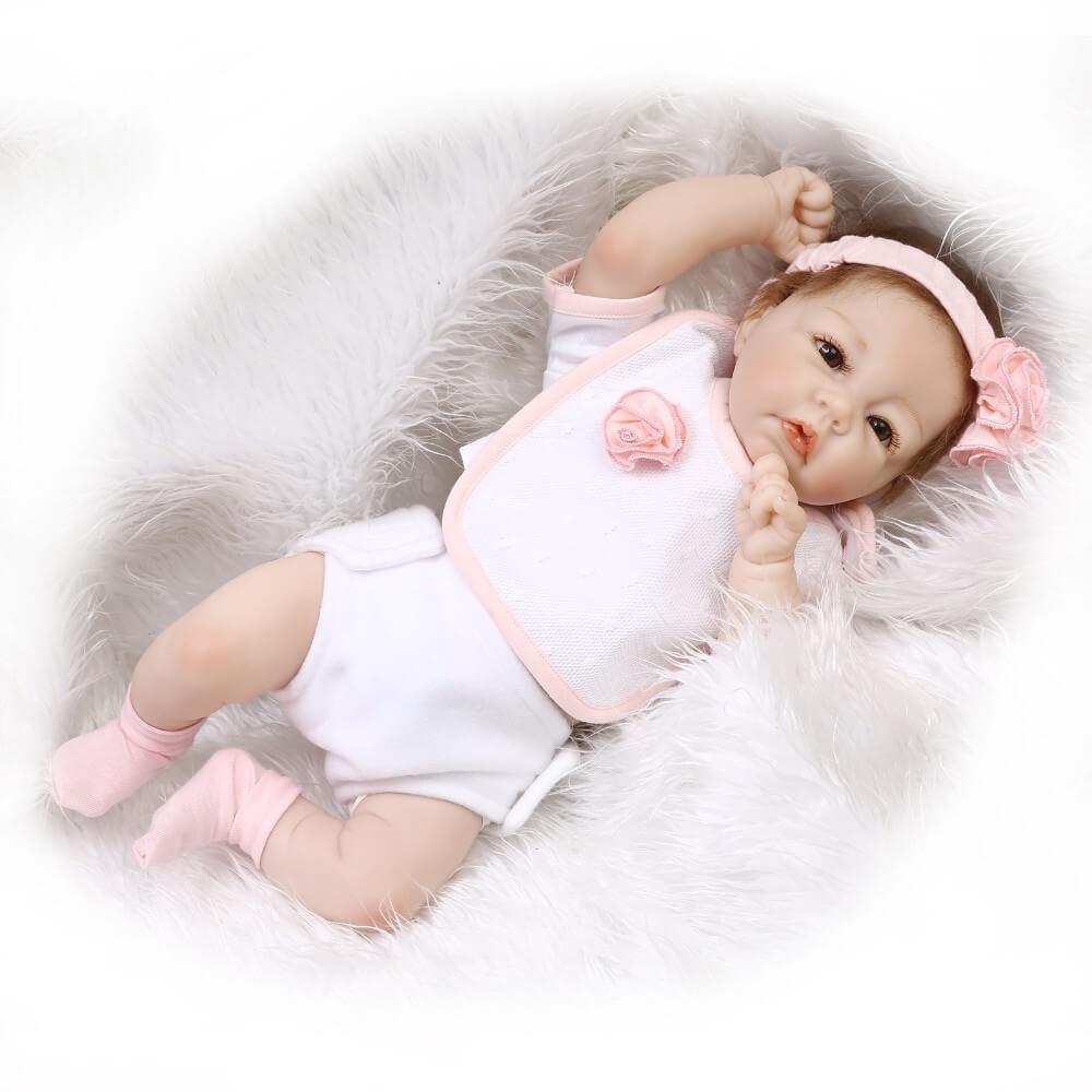 Le baby reborn Louison mesure 55 cm.