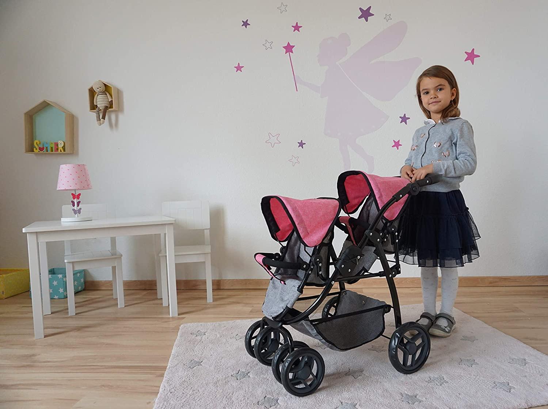 La poussette double jouet Knorrtoys a deux capotes roses.