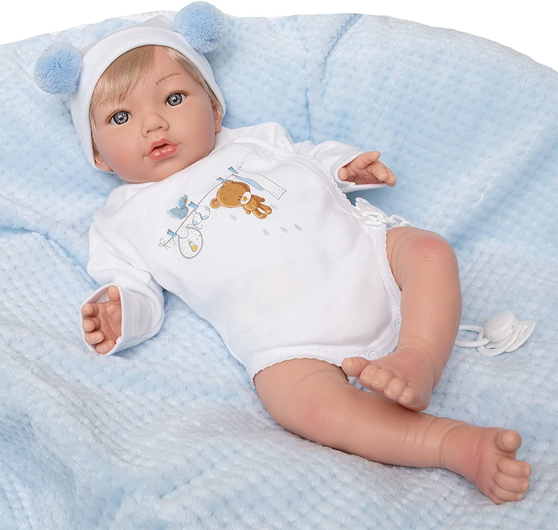 Ce bébé reborn fille aux cheveux blonds est une création de Maria Jesus.