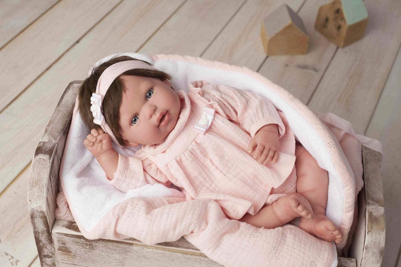 Le bébé reborn fille Valentina de la marque Arias a les cheveux marrons.