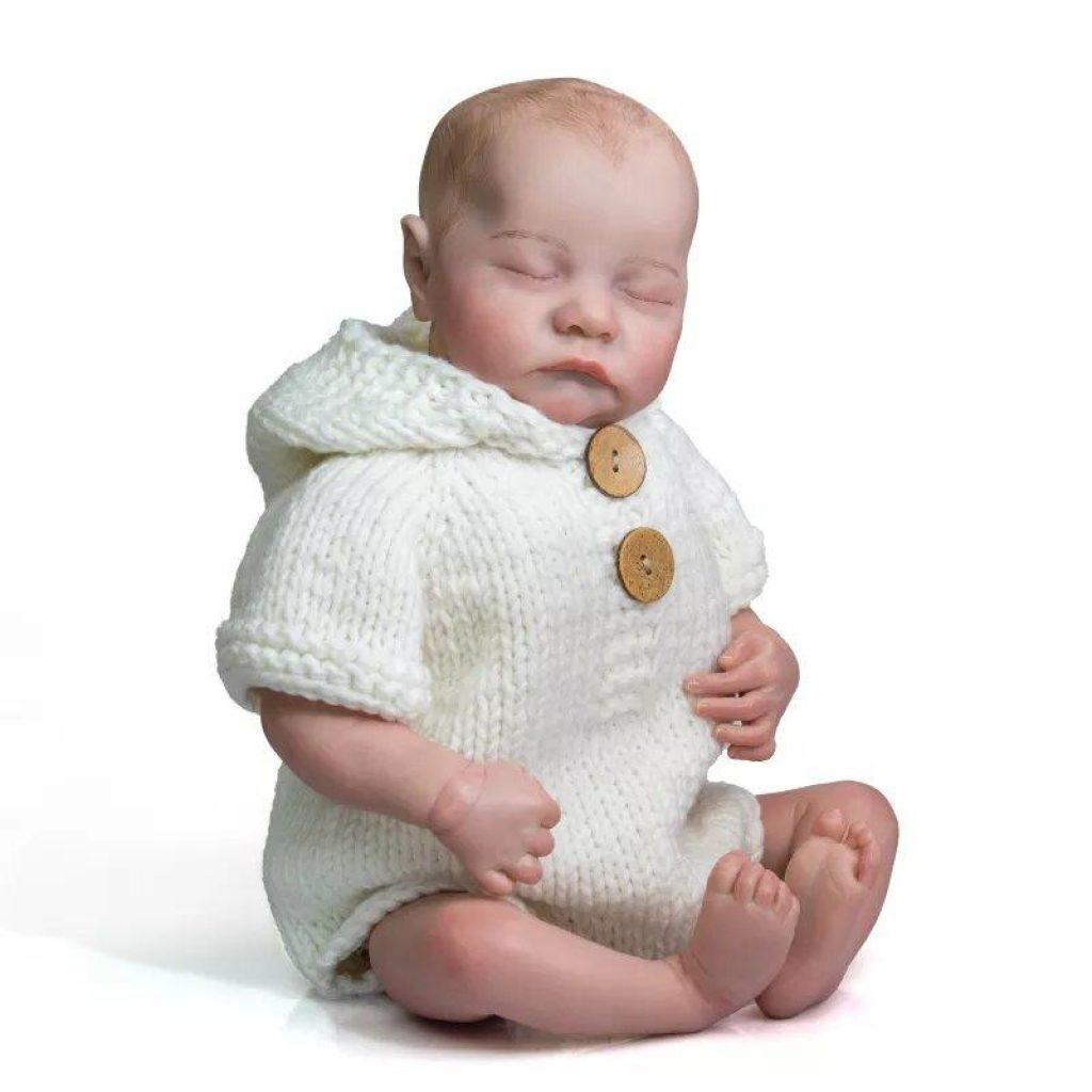 Ce bébé reborn garçon s'appelle Raphaël.