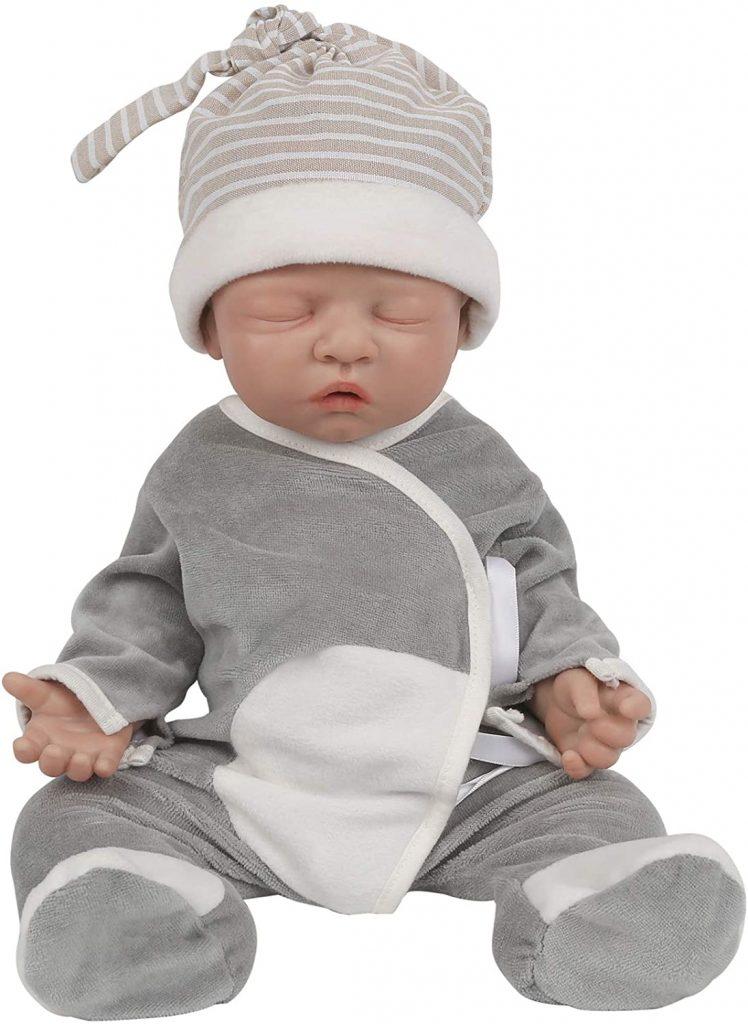 Ce bébé reborn garçon vollence en silicone a les yeux clos.