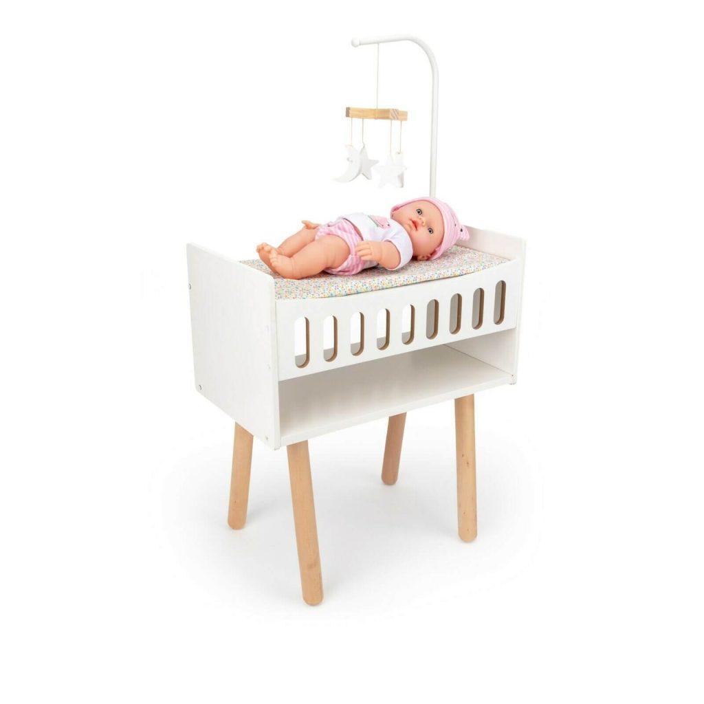 Ce lit 2 en 1 fait table à langer pour poupée.
