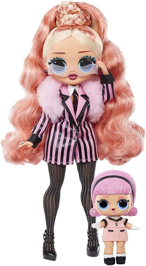 Cette Lol Surprise OMG Winter Chill s'appelle Big Wig et sa petite sœur Madame Queen.