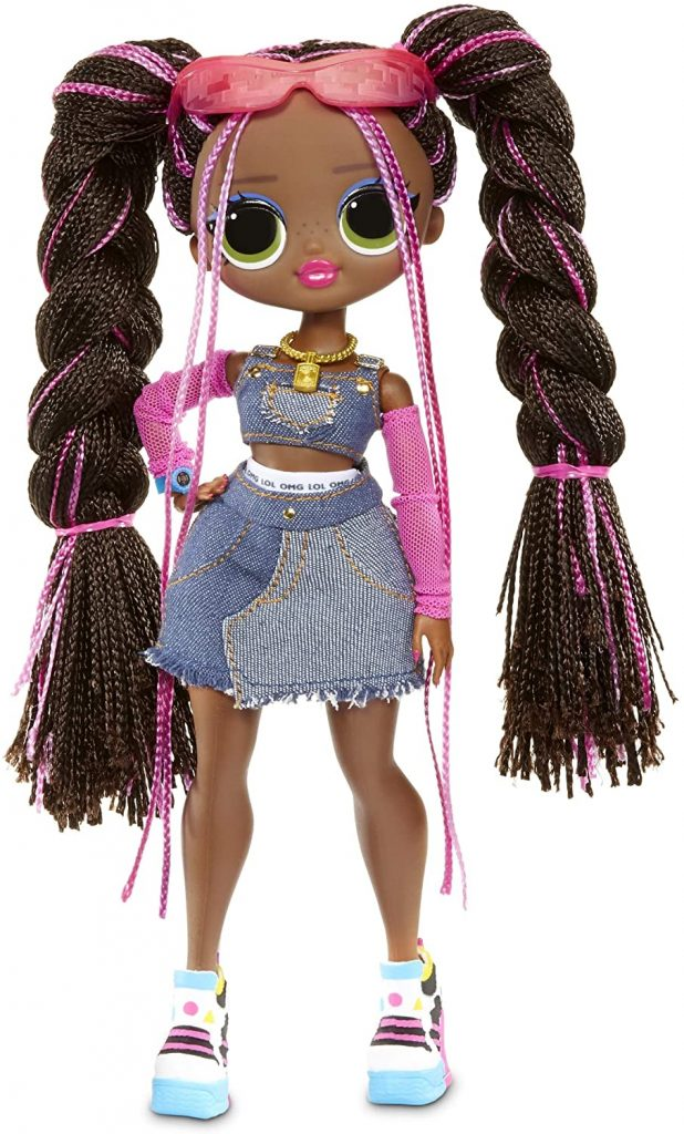 La poupée Lol OMG Remix Honeylicious est livrée avec 2 ensembles.
