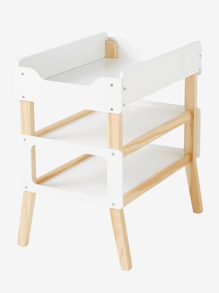 Cette table à langer pour poupon est en bois FSC.