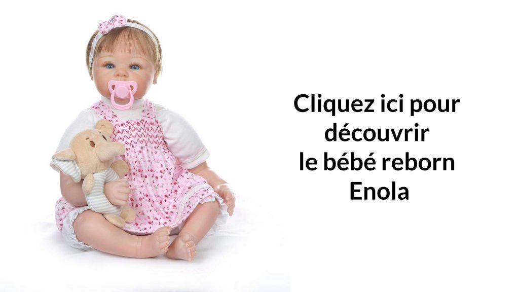 La poupée réaliste Enola est livrée avec une sucette rose.