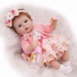 La poupée reborn Emma mesure 42 cm.