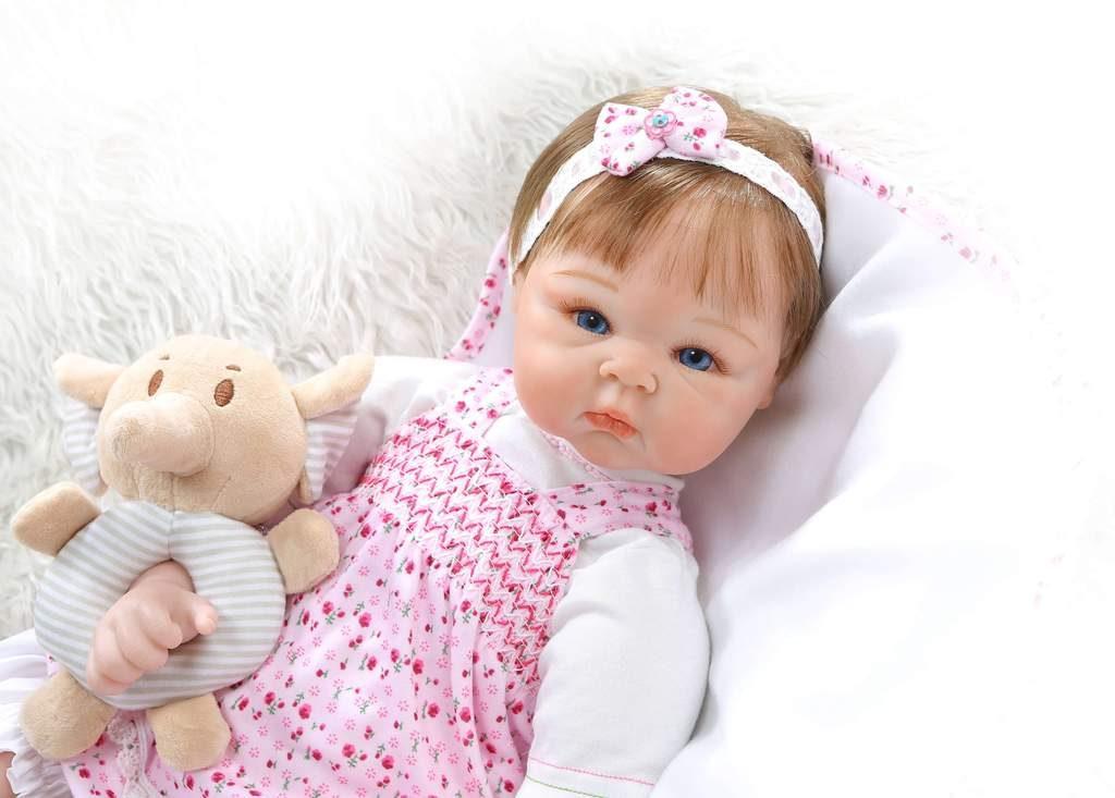 Ce poupon comme un vrai bébé se prénomme Enola.